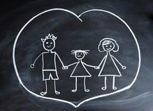 Glückliche Familie, Kind-` s Zeichnung mit Kreide Lizenzfreie Stockfotografie