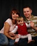 Glückliche Familie mit entzückendem Schätzchen Lizenzfreie Stockfotografie