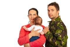 Glückliche Familie mit Militärvater stockfotografie