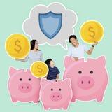 Glückliche Familie mit Spareinlagen in den Sparschweinen stockbild