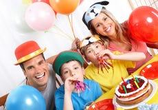 Glückliche Familie und Geburtstag stockbilder