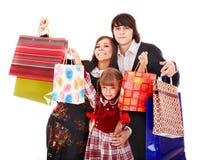 Glückliche Familie und Kind mit Einkaufstasche. Stockfotos