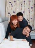 Glückliche Familie von drei lizenzfreies stockbild