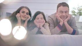 Glückliche Familie zu Hause stock video footage