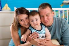 Glückliche Familie zu Hause Stockfotografie