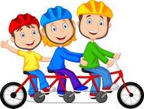 Glückliche Familienkarikatur, die dreifaches Fahrrad fährt Stockfoto