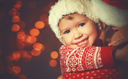 Glückliche Familienmutter und -kind des Weihnachtszaubers Lizenzfreie Stockfotos
