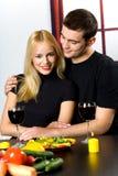 Glückliche feiernde Paare Lizenzfreie Stockbilder
