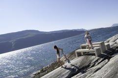 Glückliche Ferien in Norwegen Stockbild