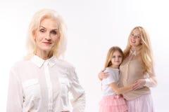 Glückliche flüchtige Blicke von weiblichen Personen Stockbilder