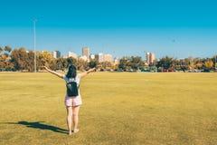 Glückliche Frau in Adelaide-Stadt Lizenzfreie Stockfotografie