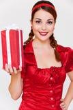 Glückliche Frau in der roten Bluse Stockfotografie