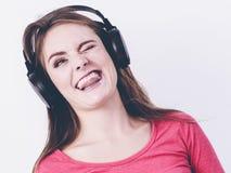 Glückliche Frau der Schönheit hören Musik Lizenzfreies Stockfoto
