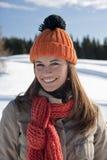 Glückliche Frau in der Winterzeit Stockfotos