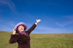 Glückliche Frau, die das Leben: genießt) Stockbilder