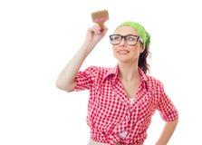 Glückliche Frau, die Pinsel hält Lizenzfreie Stockfotos