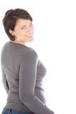 Glückliche Frau, die zurück über ihrer Schulter schaut Lizenzfreie Stockfotos
