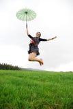 Glückliche Frau draußen Stockfotografie