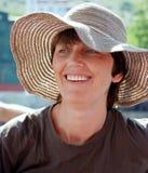 Glückliche Frau in einem Hut Stockfoto