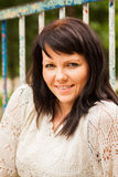 Glückliche Frau in einer Strickjacke Lizenzfreies Stockbild