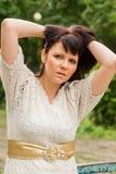 Glückliche Frau in einer Strickjacke Lizenzfreie Stockbilder