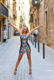 Glückliche Frau genießen das Leben Stockfotografie
