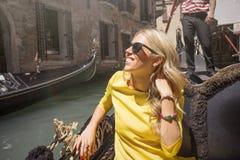 Glückliche Frau im Boot Stockbilder