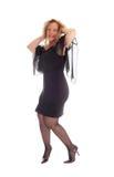 Glückliche Frau im schwarzen Kleid Stockfotografie
