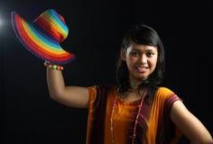 Glückliche Frau im tropischen Kleid Lizenzfreies Stockfoto