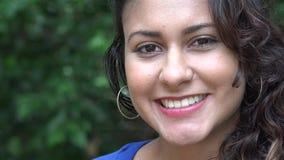 Glückliche Frau, lächelnde Frau stock footage