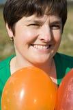 Glückliche Frau mit Ballonen Lizenzfreies Stockfoto