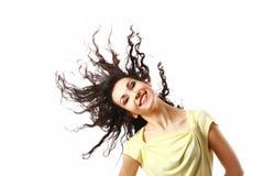 Glückliche Frau mit dem flatternden lockigen Haar getrennt lizenzfreie stockbilder