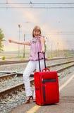 Glückliche Frau mit Gepäck Stockfoto