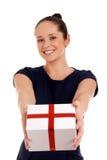 Glückliche Frau mit Geschenkbox Stockfotos