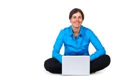 Glückliche Frau mit Laptop-Computer Lizenzfreie Stockbilder