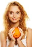 Glückliche Frau mit Orange Lizenzfreie Stockfotografie