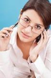 Glückliche Frau mit Telefon Lizenzfreie Stockbilder