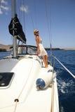Glückliche Frauen auf der Yacht Stockfotos