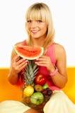 Glückliche Frauen mit Früchten Lizenzfreies Stockfoto
