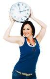 Glückliche Frauenholdingborduhr Lizenzfreies Stockfoto