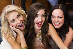 Glückliche Freunde, die dumme Gesichter machen Lizenzfreie Stockfotografie