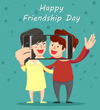 Glückliche Freundschaftstagesgrußkarte Umarmende Freunde, Lächeln und Stockbilder