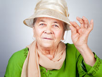 Glückliche frohe alte ältere Dame stockfotos