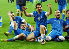 Glückliche Fußballspieler feiern das Qualifizieren zu Fußball-Weltmeisterschaft 2014 Stockfotografie