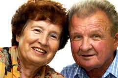 Glückliche gelächelte ältere Paare stockfoto