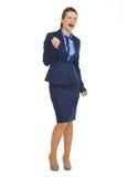 Glückliche Geschäftsfrau, die Faustpumpengeste macht Lizenzfreies Stockfoto