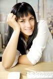 Glückliche Geschäftsfrau im Büro beim New- Yorkschauen Lizenzfreie Stockfotografie