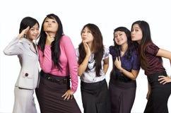 Glückliche Gruppe bilden nette Gesichter Stockbild