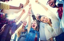 Glückliche Gruppe der Freundpartei stockbild