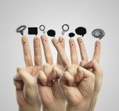 Glückliche Gruppe des Fingers mit Sozialschwätzchenzeichen Lizenzfreies Stockfoto